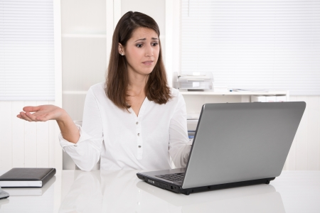 out of order: Out of order: businesswoman frustrated with problem on laptop - angry and troubles Stock Photo