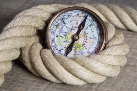 lashing: Maritime nautical decoration with compass and rope
