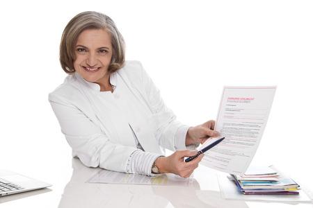 Dokter legt preventieve volmacht - geïsoleerd Stockfoto - 23796656