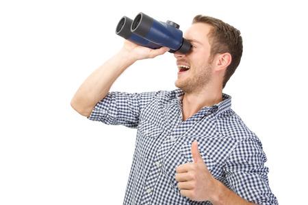 Las opiniones positivas, el hombre con prismáticos pulgares para arriba
