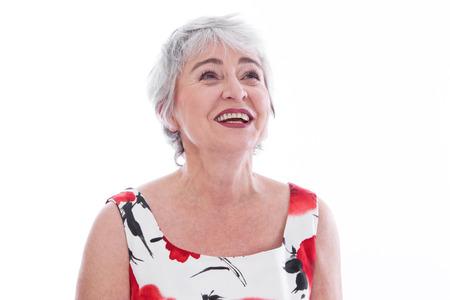 白髪の高齢女性の顔を分離