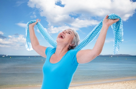 meer: Senior woman on holiday on the sey - happy and fun in summer Stock Photo