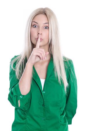 집게 손가락: 입하기 전에 그녀의 집게 손가락을 가진 금발의 젊은 여자. 스톡 사진
