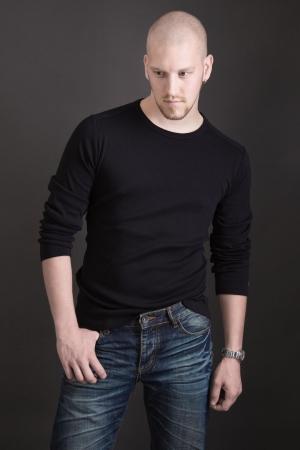 Portret van een kale jonge sexy aantrekkelijke man Stockfoto