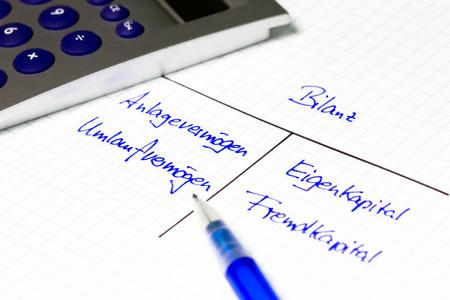 Bilan - concept financier sur un papier blanc Banque d'images - 24592660