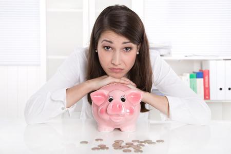 obligaciones: Adolescente con problemas de dinero