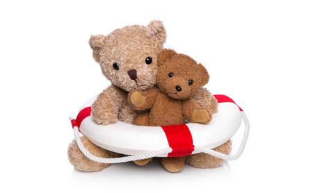 oso de peluche: Mam� y beb� del oso de peluche hacer un curso de nataci�n Foto de archivo