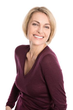 Blondynka starsza kobieta twarz na białym. Zdjęcie Seryjne