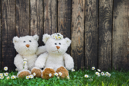 humorously: Wedding greeting card with two teddy bears on wooden background.