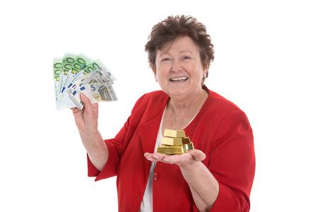 donna ricca: Isolato Senior donna con contanti e oro: il concetto di pensione e del patrimonio. Archivio Fotografico