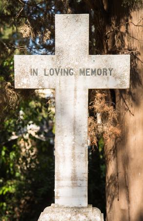 memorial cross: Lugares de interés en la ciudad de Corfú: interesante lugar - antiguo y viejo cementerio británico después de la guerra.