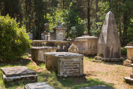 corfu: Sightseeing in Corfu Town: interesting place - ancient and old british cemetery after the war.