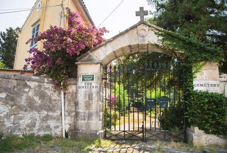 ortseingangsschild: Sightseeing in Korfu-Stadt: interessanter Ort - alte alte britische Friedhof aus dem ersten Weltkrieg. Lizenzfreie Bilder