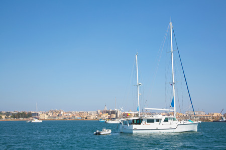siracuse: Sail boats in the port of Siracuse in Sicilia, City Ortygia