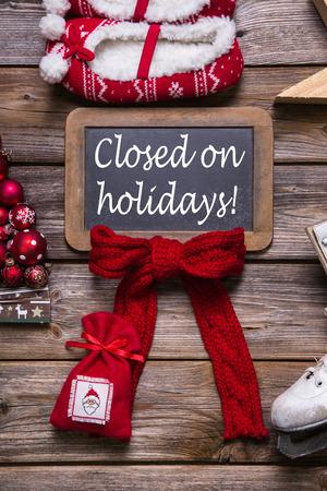 Openingstijden op de kerstvakantie: gesloten; informatie voor klanten, zakelijke partners en gasten. Stockfoto - 32207917