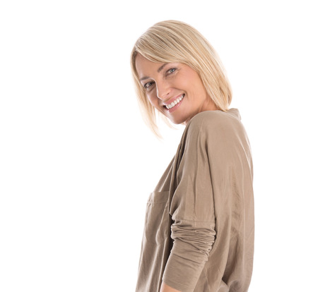 the middle ages: Mujer joven bastante satisfecho aislado en camisa blanca mirando hacia arriba a texto.