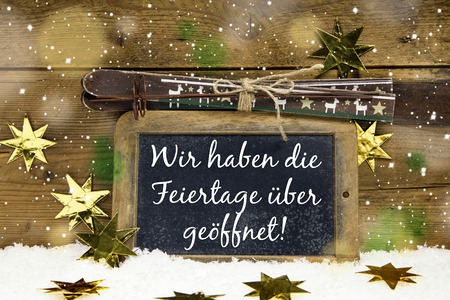 christmas promotion: Advertising board for winter tourists: We have open on christmas holidays in german language. Stock Photo