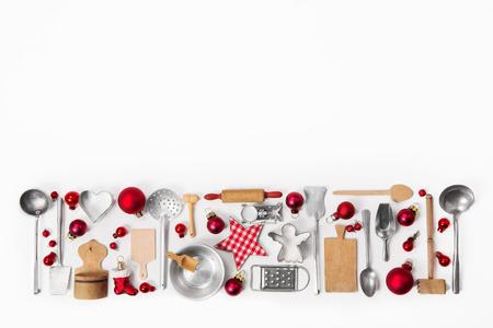Xmas décoration de vieux couverts rouge, blanc et argent et des plats.