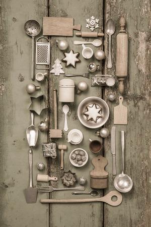 cocina antigua: Niños viejos juguetes de la cocina. Estilo vintage o país con la decoración de la nostalgia de la Navidad.