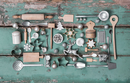 cocina vieja: Niños viejos juguetes de la cocina. Estilo vintage o país con la decoración de la nostalgia de la Navidad.