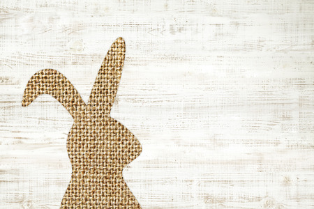 chic: Happy easter greeting card wooden background with bunny for decoration.