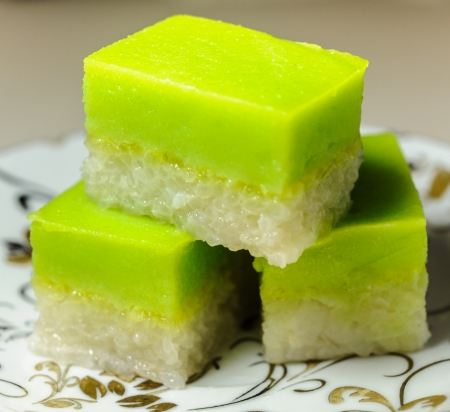 Seri Muka  also Kuih Seri Muka or Sri Muka  Malay  Pretty face  or Kuih Salat   is a two-layered dessert with steamed glutinous rice forming the bottom half and a green custard layer  版權商用圖片