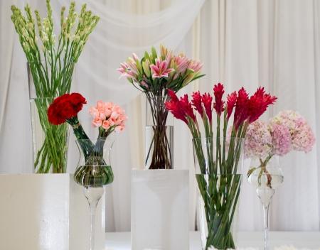 Flower arrangement at a wedding 스톡 콘텐츠