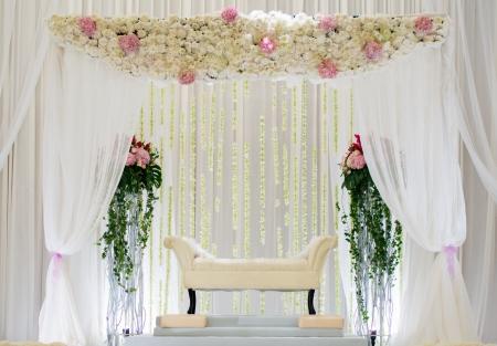 結婚式場の祭壇または高座