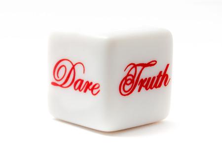 真実か真実のために死ぬ勇気またはゲームをあえて 写真素材