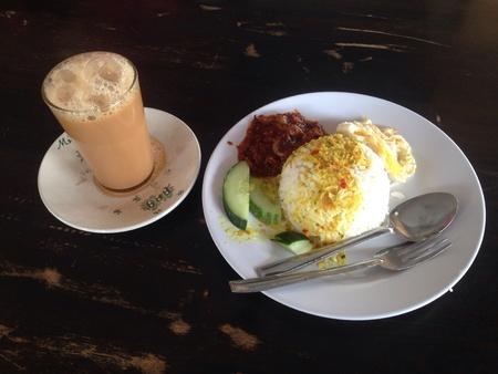 tarik: Teh tarik and Nasi Lemak, a Malaysian breakfast Stock Photo