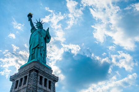 lady liberty: Estatua de la Libertad, la Estatua de la Libertad y las nubes
