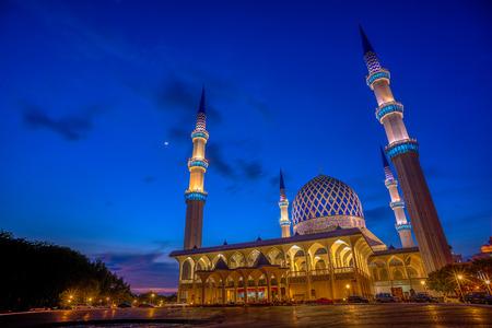 shah: Sultan Salahuddin Abdul Aziz Shah Mosque at Blue Hour