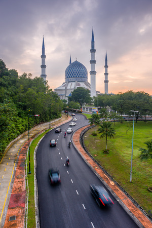 alam: The beautiful Sultan Salahuddin Abdul Aziz Shah Mosque at Sunrise. Also known as the Blue Mosque located at Shah Alam, Selangor, Malaysia Editorial