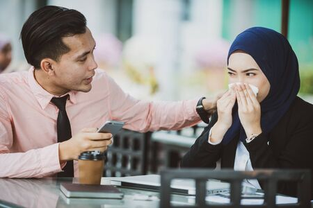 Girlfriend Sneezing, Boyfriend Worry. Health Care concept, contagious flu symptom. 스톡 콘텐츠 - 129081640