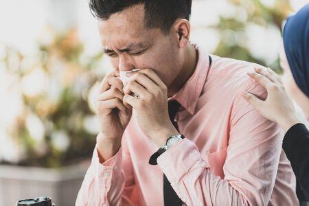 Boyfriend Sneezing, Girlfriend Worry. Health Care concept, contagious flu symptom. 스톡 콘텐츠 - 129081633