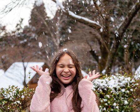 Young tween girl having fun in snow Standard-Bild - 140686455