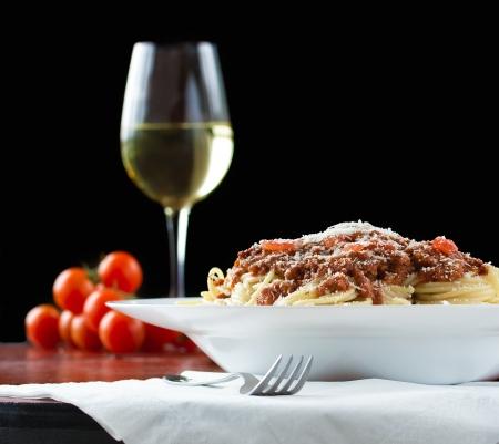 fork glasses: Rag� alla bolognese � una salsa complessa che comporta tutta una serie di tecniche di cottura, tra cui sudorazione, rosolare e stufare. Archivio Fotografico