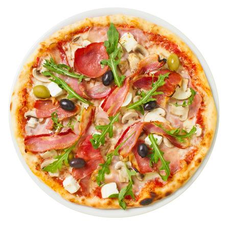 たっぷり新鮮なトッピングのおいしいピザのオーバー ヘッド ショット 写真素材