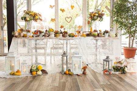 Christmas themed wedding table for bride and groom