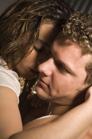 bacio sexy: coppia in amore Archivio Fotografico