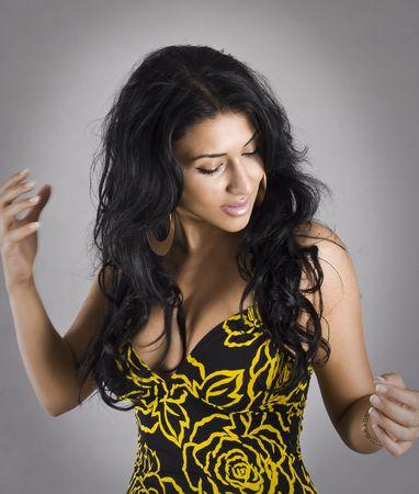 hermosas mujeres de cabello negro bailando Foto de archivo - 5362301