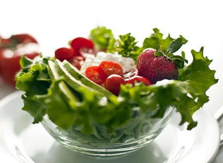 plato de ensalada: Bol de ensalada de verdura fresca