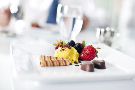 Fancy Dessert Teller  Standard-Bild - 7154377