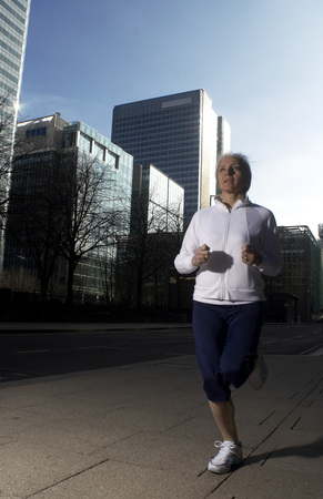 A woman running in the city Banco de Imagens