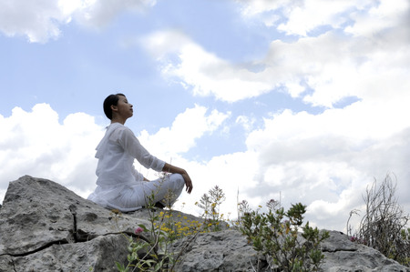 Woman meditating Stock Photo - 85946092