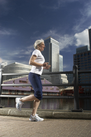 woman running by city Banco de Imagens