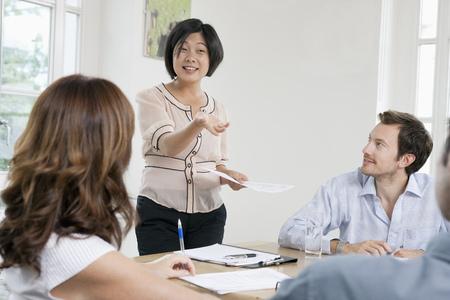 Femmes d'affaires en réunion Banque d'images - 86035244