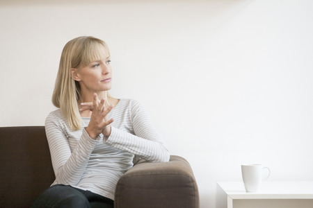 woman on couch thinking Banco de Imagens - 92395226
