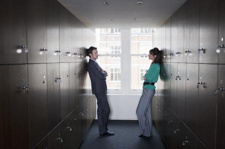 Couple d'affaires dans le vestiaire Banque d'images - 85954392