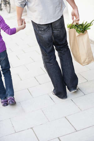 leans: Father and girl shopping groceries